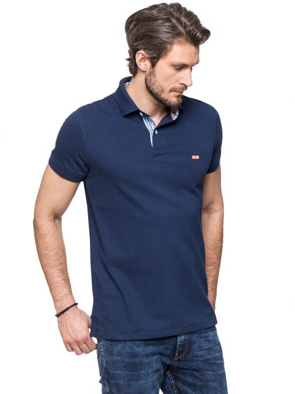 Koszulka polo marki IMPROVE w kolorze granatowym z wykończeniem w niebiesko czerwoną kratkę